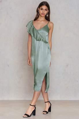 Na Kd Trend Asymmetric Frill Midi Slip Dress