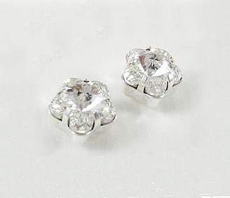 LJ Designs Lovely Sparkly Flower Stud Earrings (E28) - Swarovski Crystal - Gold or Silver Finish