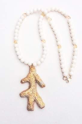 The Heart Knot White Gold Coral