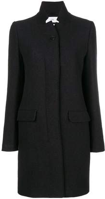 Closed mid-length buttoned coat