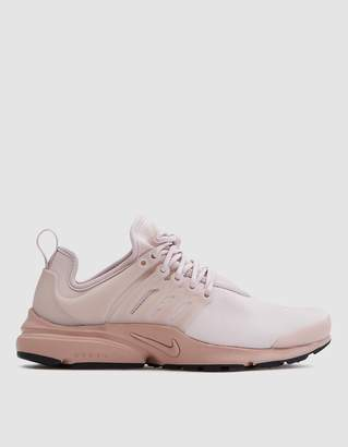 Nike Presto SE in Silt Red/Particle Pink
