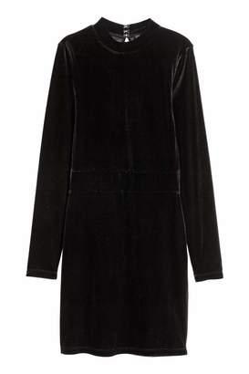 H&M Fitted Velvet Dress