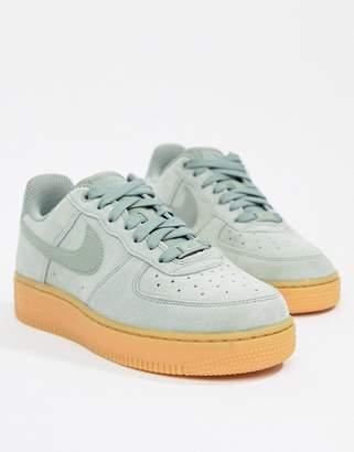 sneakers for cheap d12cc 440dd Nike Green Air Force 1 Trainers With Gum Sole