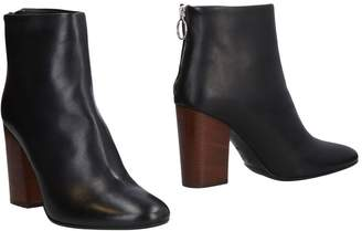 Chantal Ankle boots