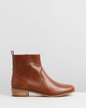 Atmos & Here ICONIC EXCLUSIVE - Lola Leather Ankle Boots