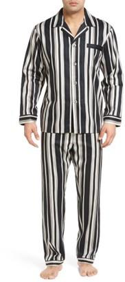 Men's Majestic International Winslow Pajama Set $80 thestylecure.com
