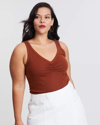 ICONIC EXCLUSIVE - Kourtney Cami Top