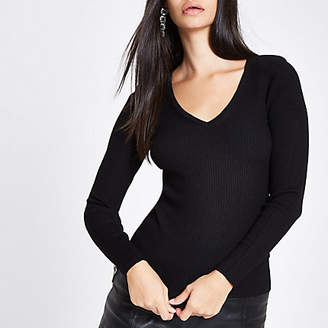 River Island Black knit ribbed shoulder padded V neck top