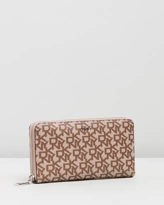DKNY Bryant Zip-Around Logo Wallet