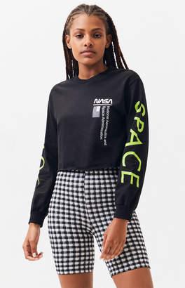 2e50533b671cc6 NASA Outer Space Long Sleeve Cropped T-Shirt