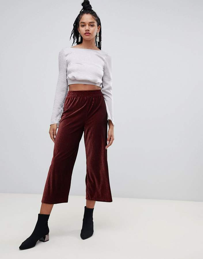 cropped wide leg trousers in burgundy