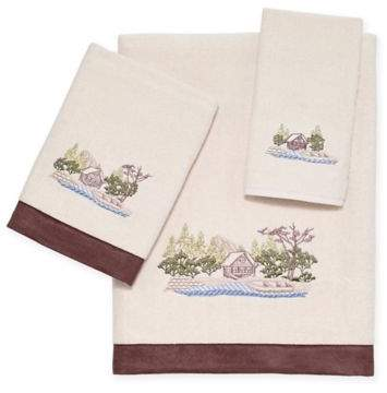 Log Cabin Scenic Bath Towel in Ivory