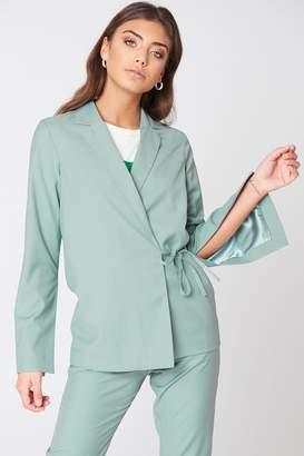Na Kd Trend Open Sleeve Overlap Blazer