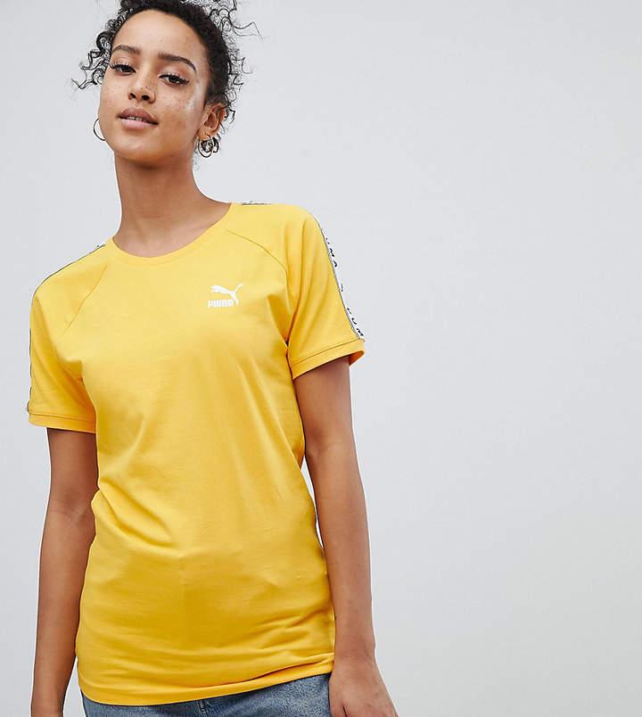 – Exklusiv bei ASOS – Gelbes T-Shirt mit aufgesetzten Seitenstreifen
