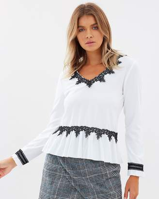 Atmos & Here ICONIC EXCLUSIVE - Rosaline Lace Contrast Top