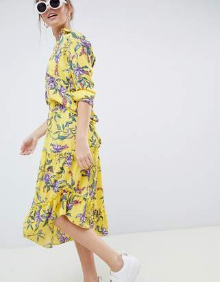 Minimum Moves By asymmetric hem floral skirt