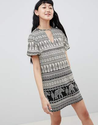 Daisy Street Shift Dress with Notch Neck in Elephant Print