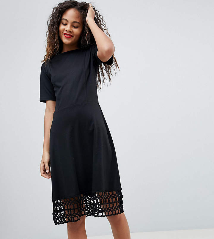 Y.A.S Tall – Kleid mit Häkelsaum
