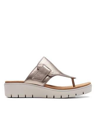 6897a0edda4 Clarks Gold Shoes For Women - ShopStyle UK
