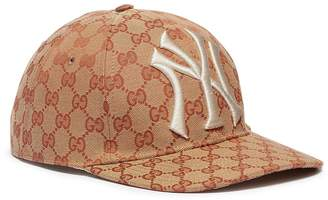 ... Gucci x Major League Baseball  NY YankeesTM  logo appliqué baseball cap ac96e1932131