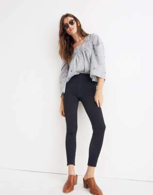 Pull-On Jeans in Black Frost
