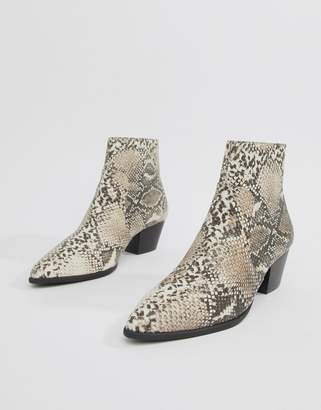 Qupid pointed snake western ankle boots