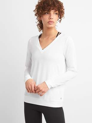 Gap GapFit Breathe Pullover with Mesh Back