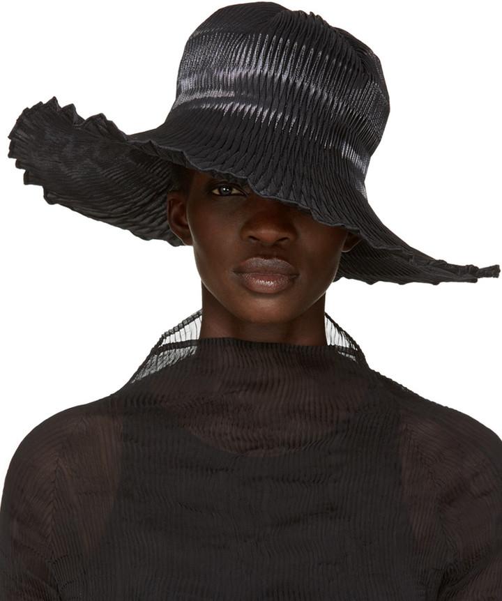 Issey MiyakeIssey Miyake Black Pleated Hat