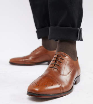 Asos DESIGN Wide fit brogue shoes in tan leather with natural sole