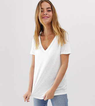 b04a5c796698 Asos DESIGN Petite v-neck t-shirt with short sleeves in white