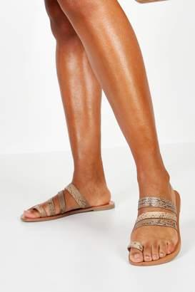 boohoo Wide Fit Toe Ring Flat Sandals