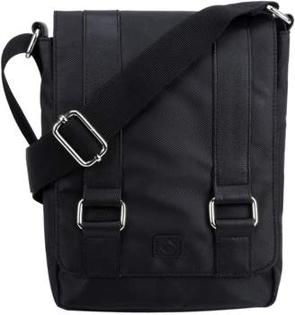 1670 Garet Textured Messenger Bag