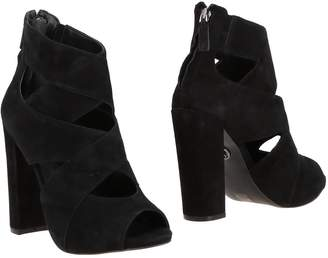 GUESS Ankle boots - Item 11215282QD