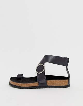 0547e105a5a9 Kaltur Exclusive black leather toe loop sandals with silver buckle
