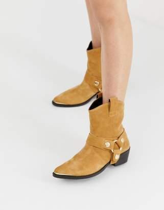Steve Madden Gallow tan suede flat western boots
