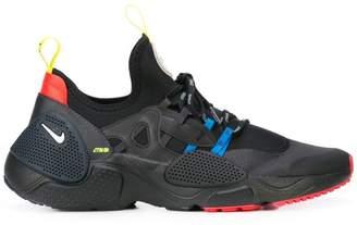 Pull sneakers
