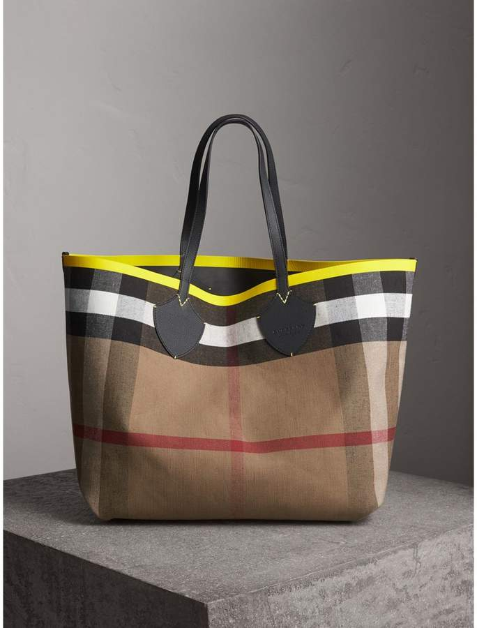 Burberry The Giant Reversible Tote in Canvas Check and Leather