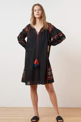 Velvet by Graham & Spencer LOANE EMBROIDERED COTTON PEASANT DRESS