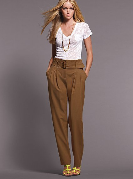 Tapered pant with paper bag waist in seasonless stretch