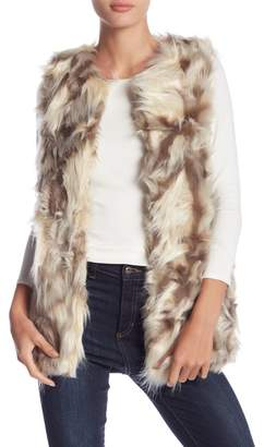 Romeo & Juliet Couture Round Neck Faux Fur Vest