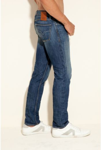 GUESS Lincoln Slim Straight Jeans in Walker Wash, 32 Inseam