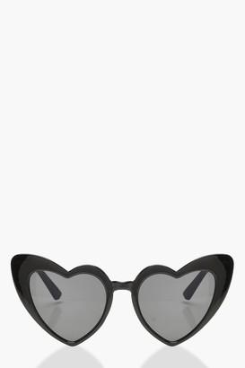 boohoo Oversized Heart Cat Eye Sunglasses