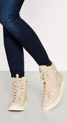 Esprit Lace-up boots with a distinctive sole