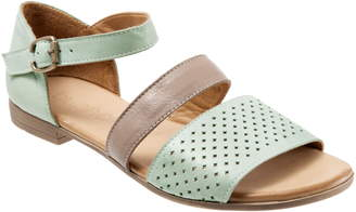 BUENO Janet Perforated Flat Sandal