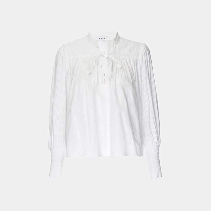 Frame Mandarin Pin Tuck Top in Blanc