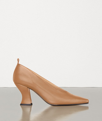 5ae0022cb6d9 Bottega Veneta PUMPS IN NAPPA DREAM
