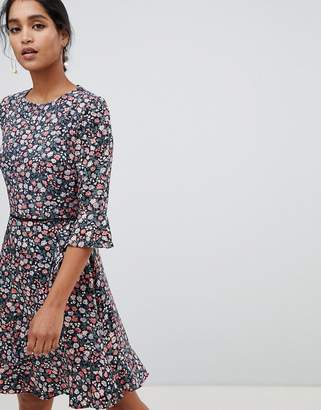 Oasis tea dress with flute sleeves in ditsy floral print
