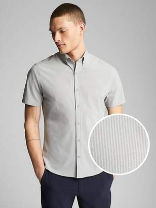 Gap Hybrid Short Sleeve Button-Down Shirt