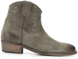Via Roma 15 distressed Western ankle boots