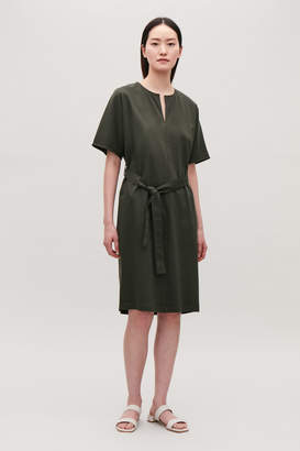 Cos BELTED DRESS WITH SLIT NECK